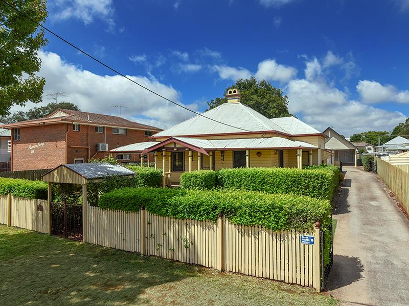 24 Wallace Street NEWTOWN QLD 4350
