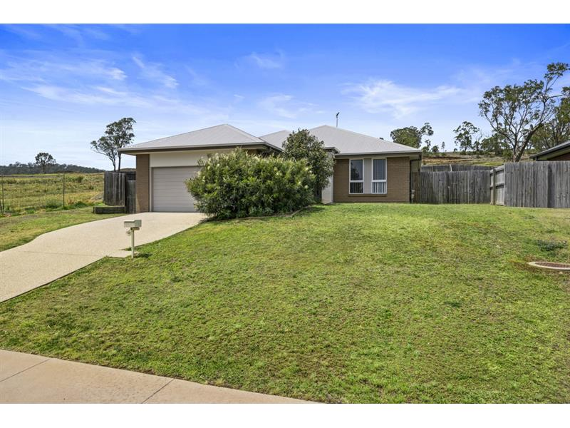 23 Mansell Boulevard COTSWOLD HILLS QLD 4350