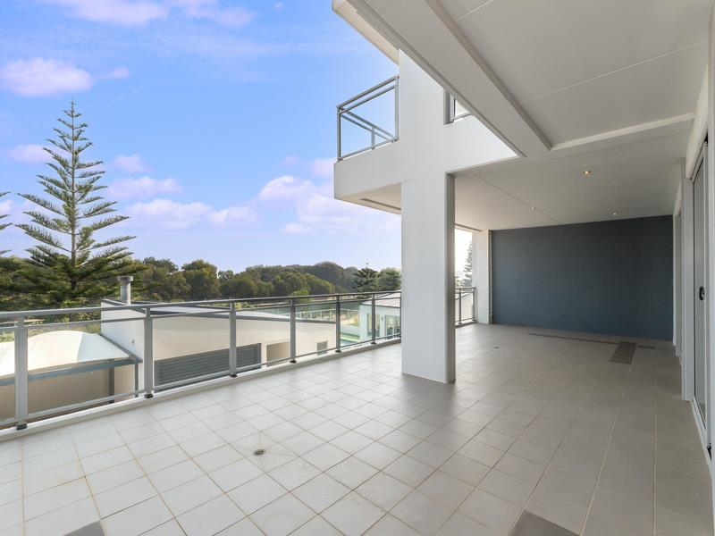 2/52 Rollinson Road NORTH COOGEE WA 6163