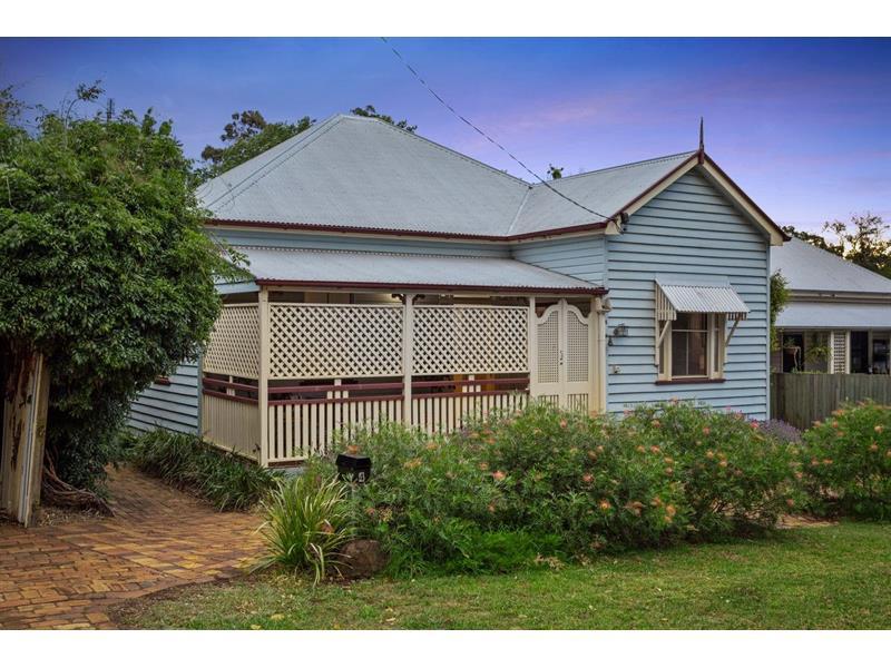 4 Stirling Street East Toowoomba QLD 4350