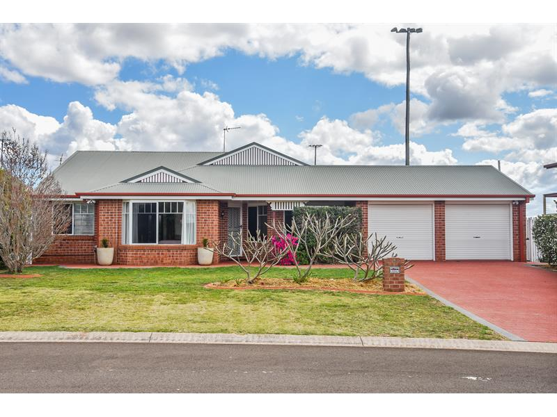 9 Buckle Court Middle Ridge QLD 4350